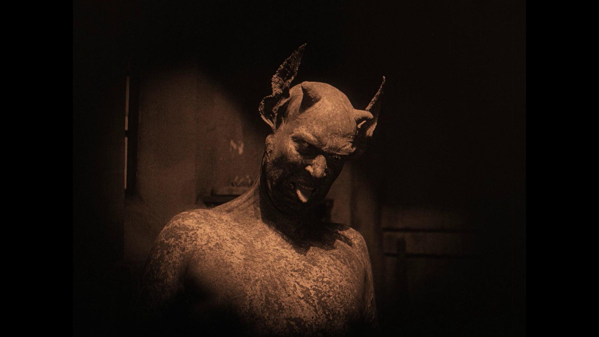 100 must see horror films